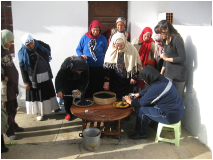Pistacia lentiscus seed oil extraction (training session with rural woman)