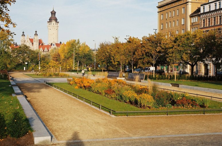 Pocket Park near city centre (background: City Hall)
