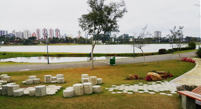 Multifunctional park along the Barigui river with retention basin that prevents floods in urbanised areas.