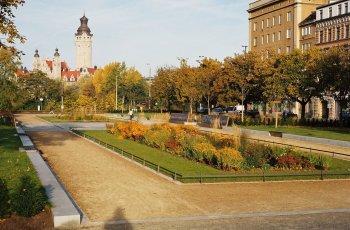 Pocket Park near city centre (background: City Hall)